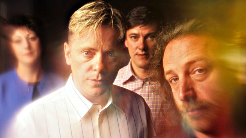 "Foto da banda New Order para resenha do álbum ""Technique"""