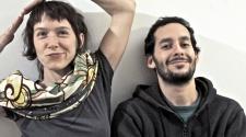 """Arone Dyer e Aron Sanchez, do duo Buke and Gase, para resenha do álbum """"Scholars"""""""
