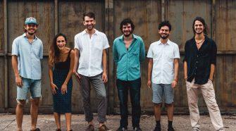 Foto da banda Barcamundi para resenha do álbum Disco Adulto