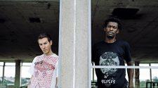 Del Naja e Grant Marshal em foto para a resenha do álbum Heligoland, 2010