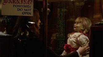"""Foto do filme """"Annabelle 3 - De Volta pra Casa"""", terror da franquia """"Invocação do Mal"""""""