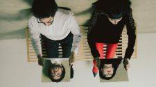 """Foto de Karen O. e Danger Mouse para resenha do álbum """"Lux Prima"""""""