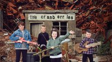 "Capa do álbum ""In The End"", da banda The Cranberries"