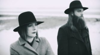 Foto de Rachel Goswell e Steve Clarke para notícia do álbum The Soft Cavalry