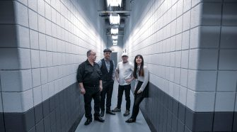 "Foto da banda Pixies para texto sobre o álbum ""Beneath the Eyrie"""
