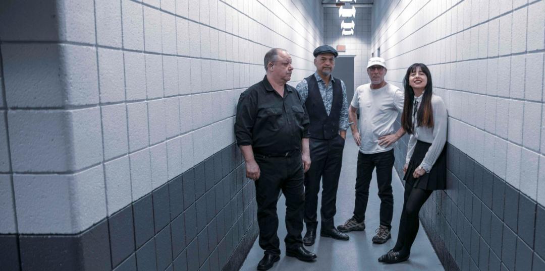 Foto da banda Pixies para resenha do álbum Beneath the Eyrie
