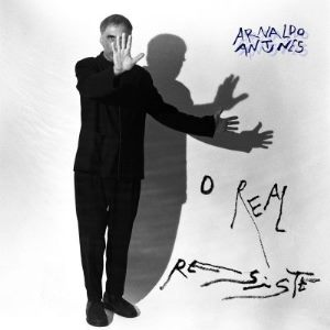 Capa do álbum O Real Resiste, de Arnaldo Antunes