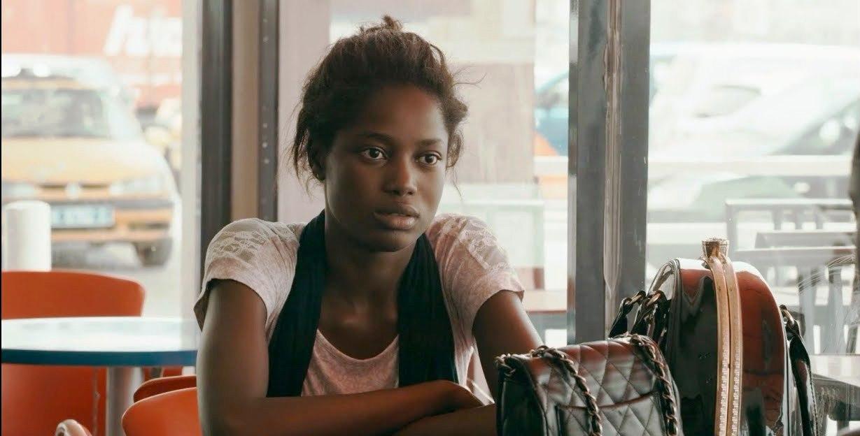 Mame Bineta Sane em cena do filme Atlantique