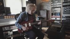 Foto de Kevin Shields para notícia sobre Guitarras Jaguar e Jazzmaster