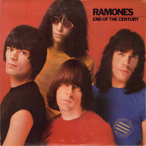 Capa do álbum End of the Century dos Ramones
