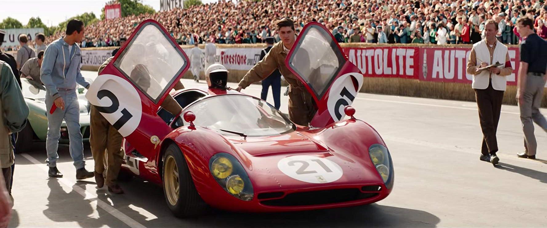 Cena do filme Ford VS Ferrari