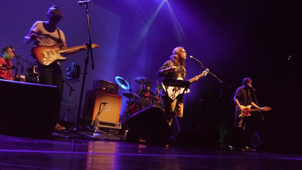 Foto da banda Jorge Cabeleira ao vivo
