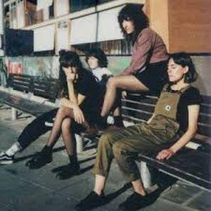 Capa do álbum Dias Raros, da banda Melenas