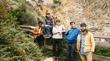 Woods, foto da banda para resenha de Strange to Explain