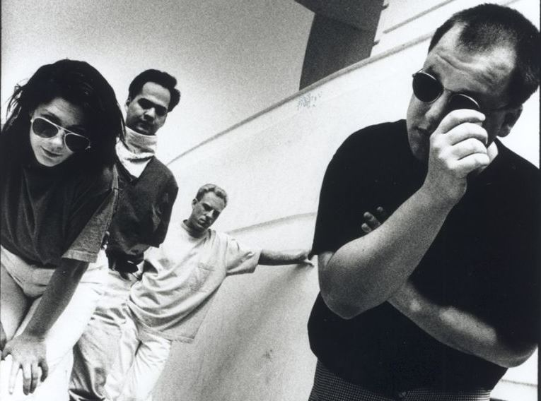 Pixies, foto da banda em 1990