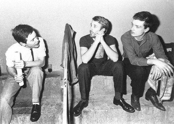 Joy Division em foto do livro Unknown Pleasures, de Peter Hook